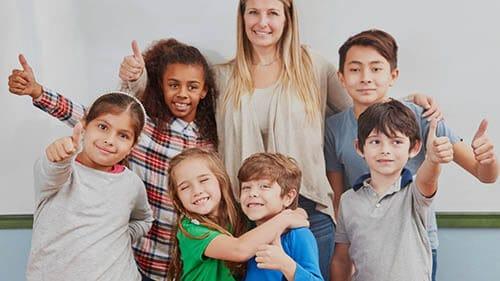Kinder die an Code-Schule teilnehmen