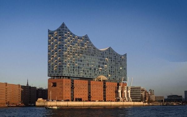 Softwareentwicklung in Hamburg an der Elbphilharmonie