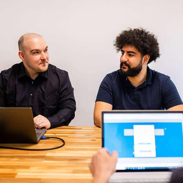 Besprechung eines Softwareprojekts bei Platri IT