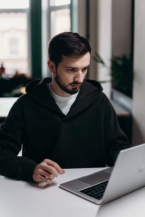 JavaScript Freelancer bei der Arbeit